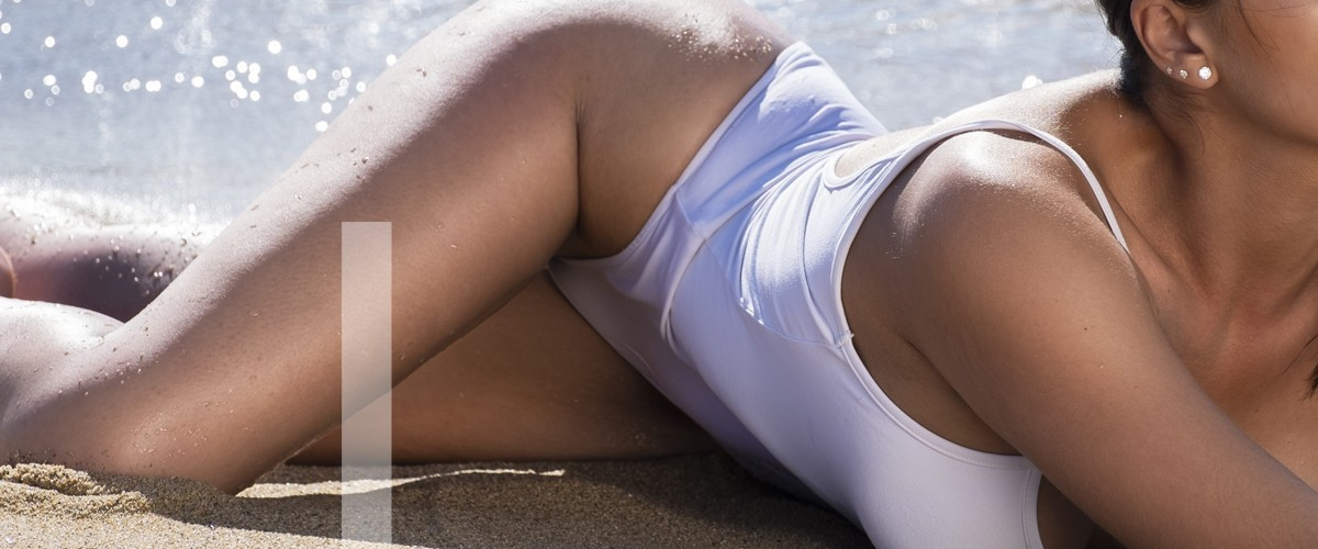 Laura catalana en la playa muy sensual